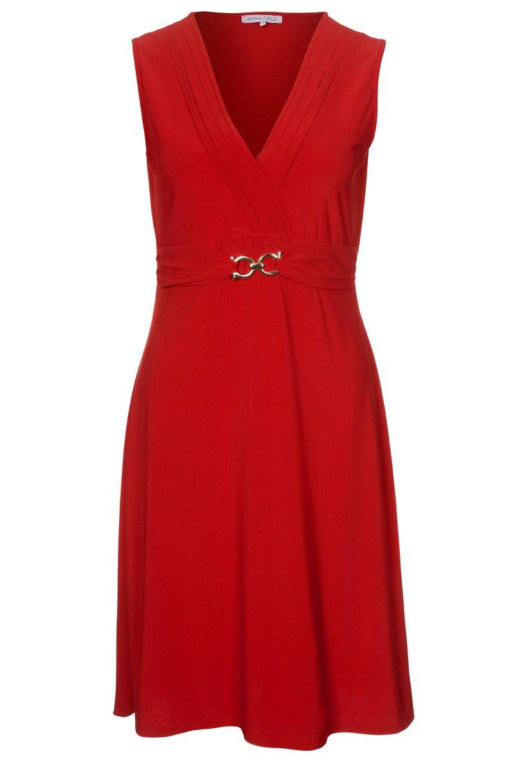 Den här supersnygga klänningen fick jag syn på idag 63e86019db5f0