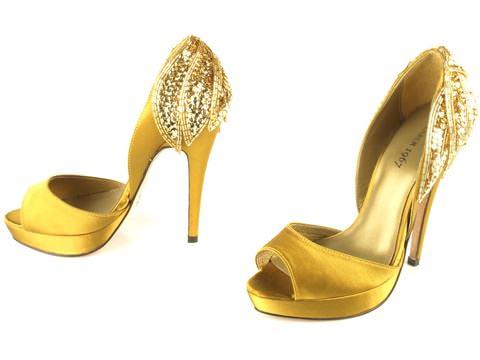 gula högkackade skor