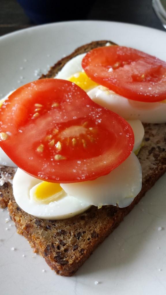 ägg och tomatmacka