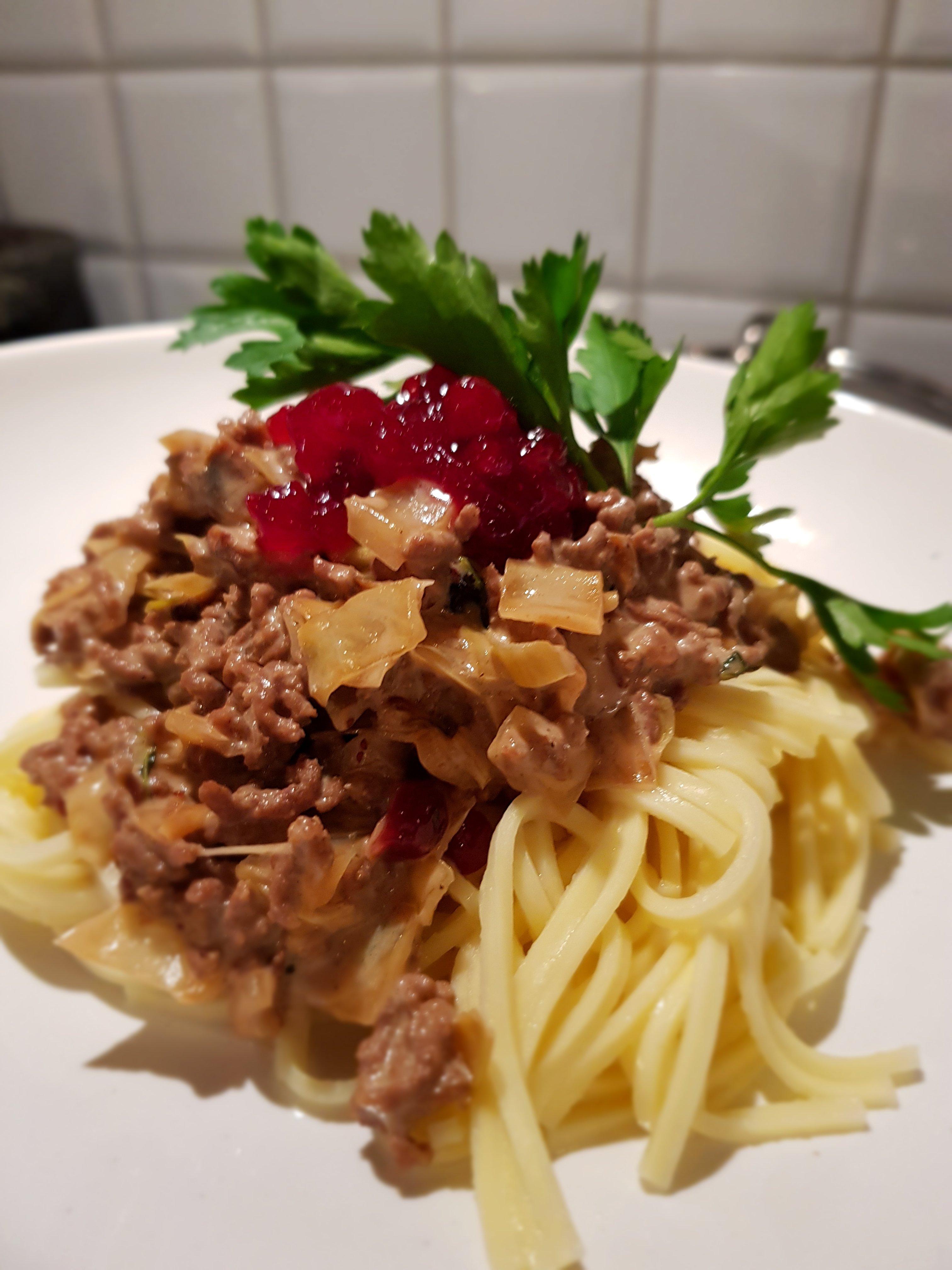 pasta med räkor i saffranssås