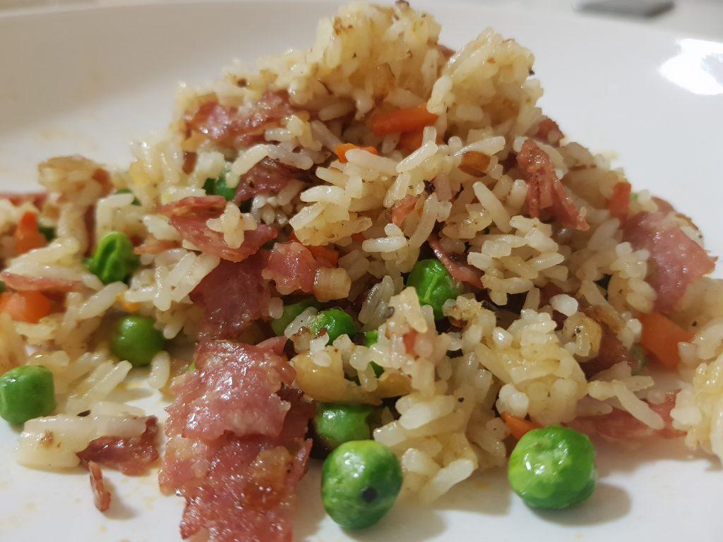 Stekt ris med bacon